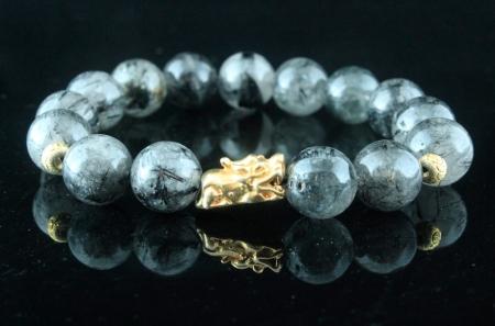 Vòng Đá Thạch Anh Tóc Đen. Charm Tỳ Hưu Bạc Nguyên Chất Mạ Vàng Thật 18k - Size 10 Ly | Dụng Thần Thuỷ